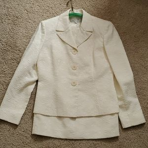 Tahari classic skirt suit  size 6